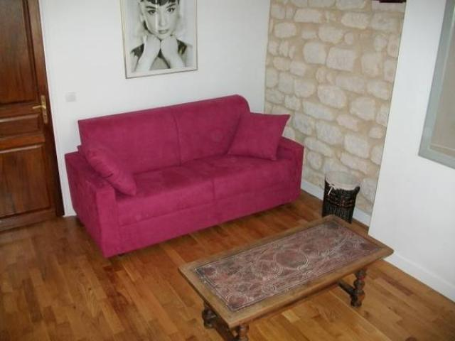 Marais, in a securated and classified building, 2d floor, 90 EUR/NIGHT
