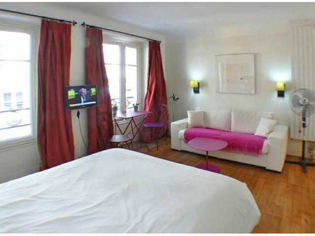 St Roch central location near Le Louvre Paris