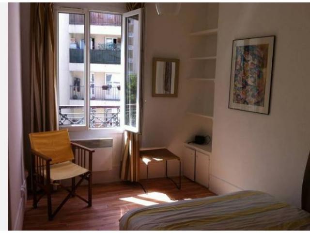 Location meublée appartement 2 pièces 25 m² Paris 20E