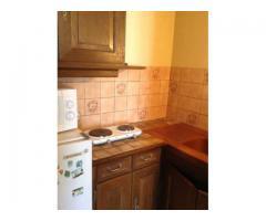 Proche RER A, studio meublé 26 m², cuisine équipée, salle d'eau/wc.