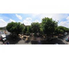 Metro ROME, large studio owner) (Metro ROME, Boulevard des Batignolles)