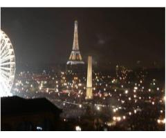 Métro Concorde. Idéal pied à terre sur la rue de Rivoli, à 5 mn à pied des Champs Élysées