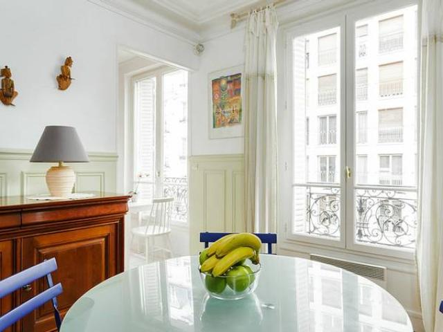 75006 prestigious apartment is located in a traditional Parisian residential building